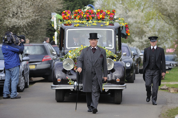 'Albins' - Barry leads a funeral